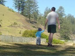padre se lleva a hijo